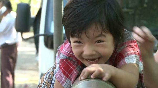 شاهد: الأطفال يحتفلون بعيد استقلال ميانمار باللعب