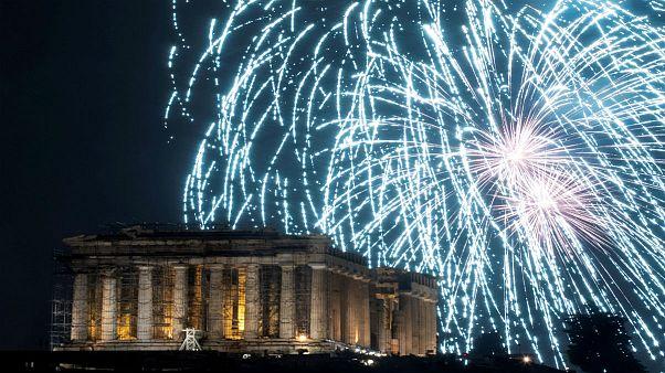عکسهای برگزیده هفته؛ از آتش بازیهای یونان تا شیرجۀ در رودخانۀ تیبر