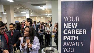 زيادة في نمو الوظائف الشهر الماضي وارتفاع في معدل البطالة في أمريكا