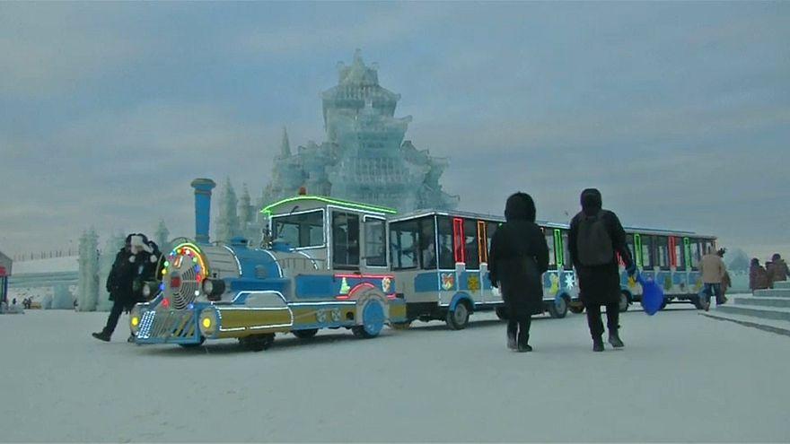 Jégszobor-faragók versenyeztek Kínában