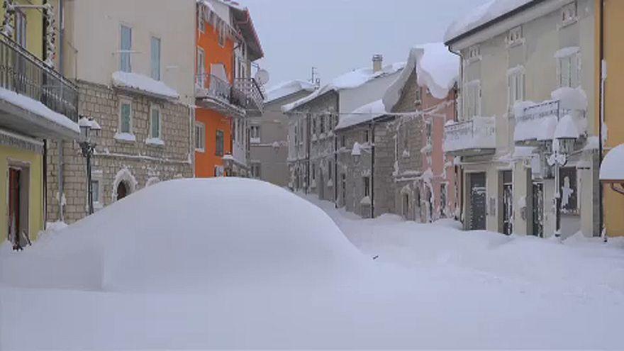 Durván havazik Olaszország középső és déli tájain