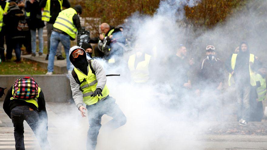 """الحكومة الفرنسية تشدد موقفها ضد """"السترات الصفراء"""""""