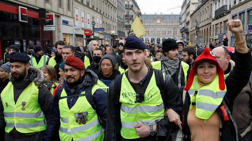 اولین تجمع در سال جدید؛ جلیقهزردها خشمگین از دستگیری چهرههای برجستۀ جنبش