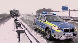 Alemanha e Áustria atoladas em neve