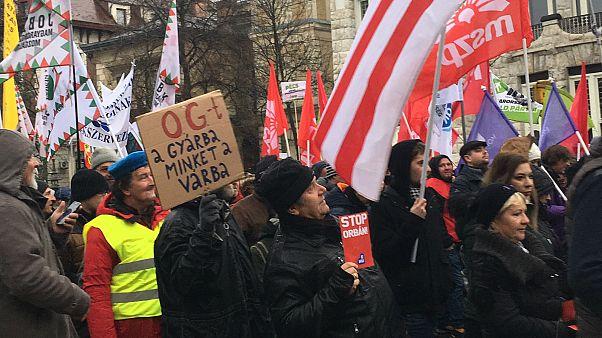 A kormány ellen tüntetnek Budapesten