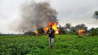 Myanmar'da Bağımsızlık Günü kutlamalarında saldırı: 13 polis öldürüldü