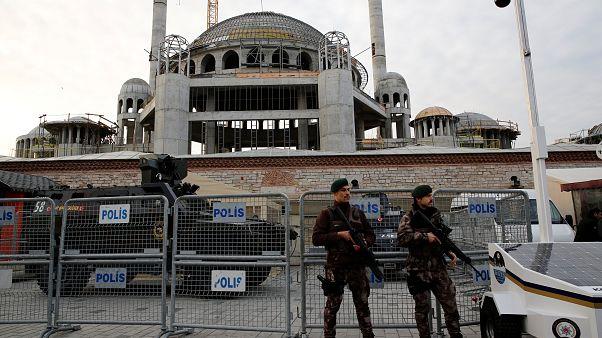 أفراد من قوات الأمن التركية الخاصة بساحة تقسيم بإسطنبول