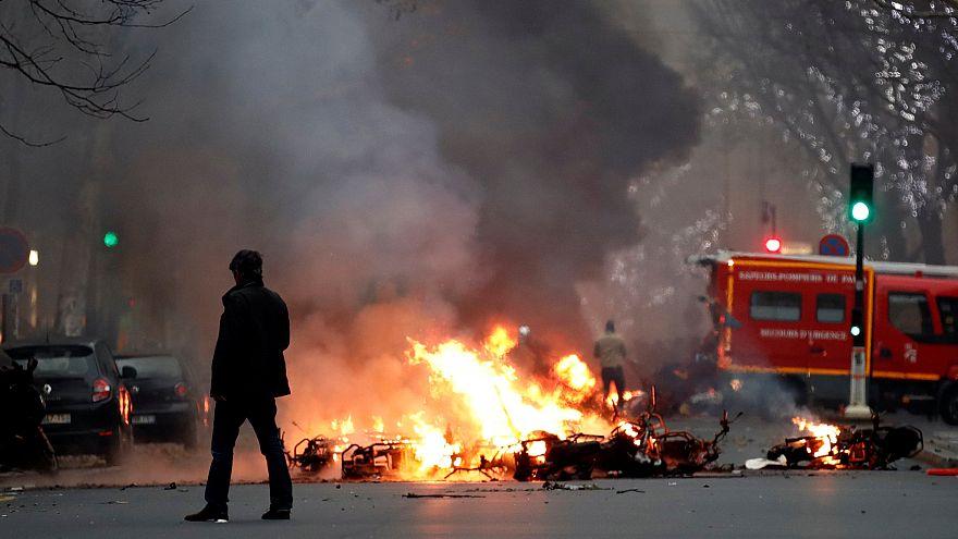 Cargas policiales contra los 'chalecos amarillos' en París