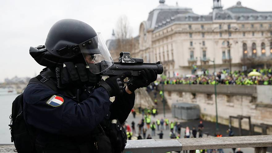 Gilets jaunes: growing calls for Flash Ball riot control guns to be banned in France