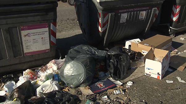 Lixo acumula-se nas ruas de Roma