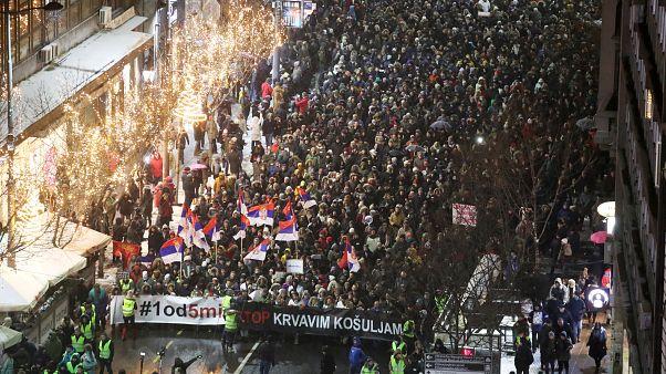 Belgrado foi palco de novos protestos contra o presidente
