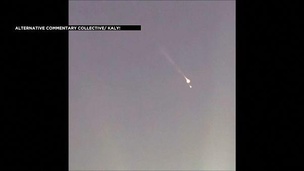 شاهد: كرة نار تسقط من الجو في نيوزيلندا.. نيزك أم بقايا قمر اصطناعي؟