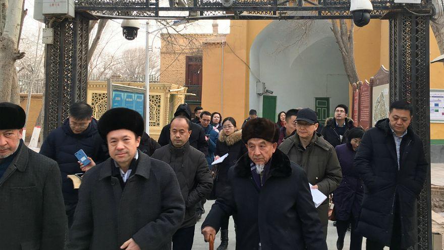 Uygur Türklerinin toplandığı kamp gazetecilere açıldı
