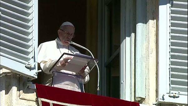 A tengeren rekedt emberekért emelt szót a pápa