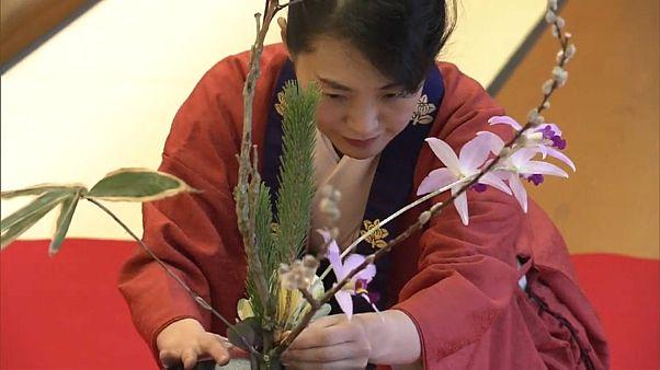 آغاز سال نو میلادی در قدیمیترین مدرسۀ گلآرایی ژاپن