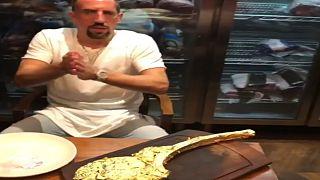 Η «χρυσή μπριζόλα» του Ριμπερί, οι ύβρεις και η βαριά τιμωρία