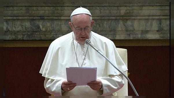 Papa 17 gündür denizde bekleyen 49 mülteci için çağrı yaptı: Artık limanları açın
