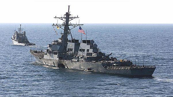 المدمرة الأمريكية يو إس إس كول في ميناء عدن