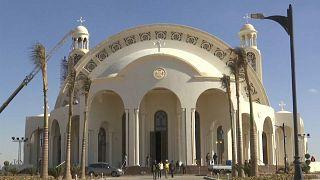 شاهد: السيسي يفتتح مسجدا وأكبر كنيسة في الشرق الأوسط في العاصمة الجديدة
