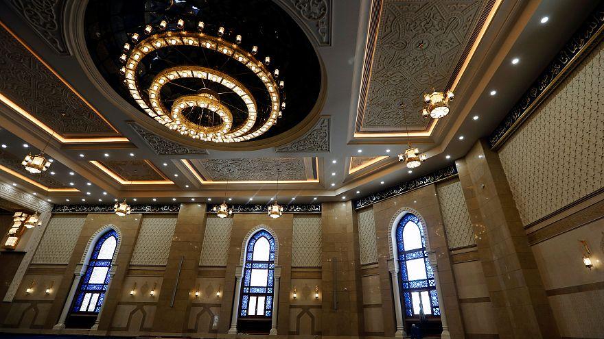 Mısır: El Fettah el Alim Camisi