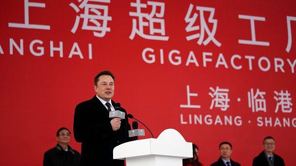 Elon Musk Çin'de dev Tesla fabrikasının açılışına katıldı hedef yıllık 500 bin araç