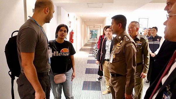 رهف القنون تغادر مطار بانكوك تحت رعاية مفوضية الأمم المتحدة للاجئين