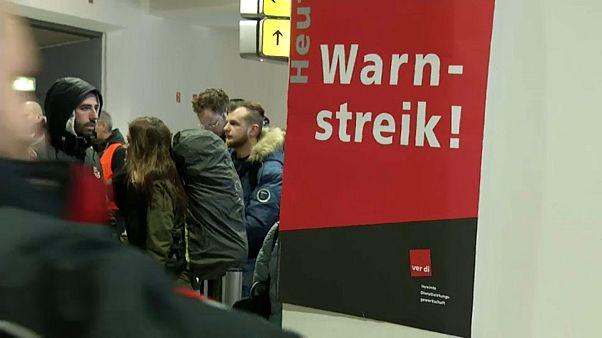 Berlin: Streiks an Flughäfen