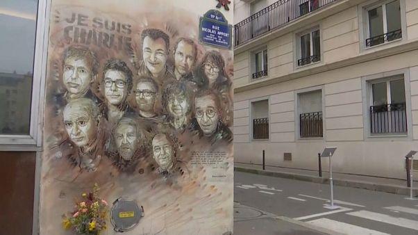 França homenageia vítimas do ataque ao Charlie Hebdo