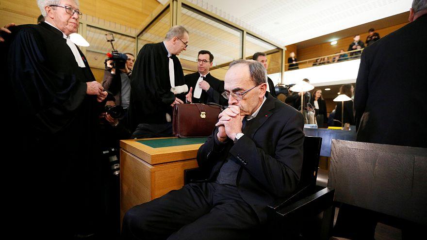 Le cardinal Barbarin se défend sur le banc des accusés