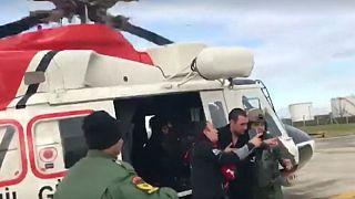 تصویری از نجات خدمه کشتی توسط تیم نجات کشور ترکیه رویترز