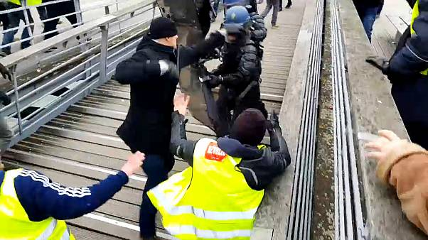 Polisleri yumruklayan Sarı Yelekli Fransız boksör gözaltında