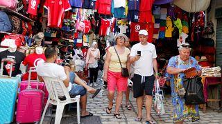 عدد قياسي لزوار تونس يرفع إيرادات السياحة بنسبة 45%
