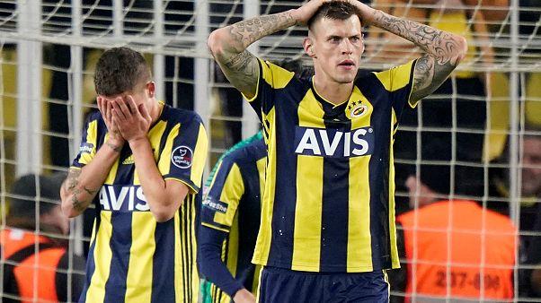 بنوك تركيا تتدخل لإنقاذ كبرى أندية كرة القدم المحلية من الديون