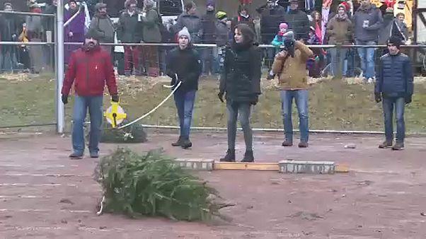 Karácsonyfa-hajító világbajnokság Németországban