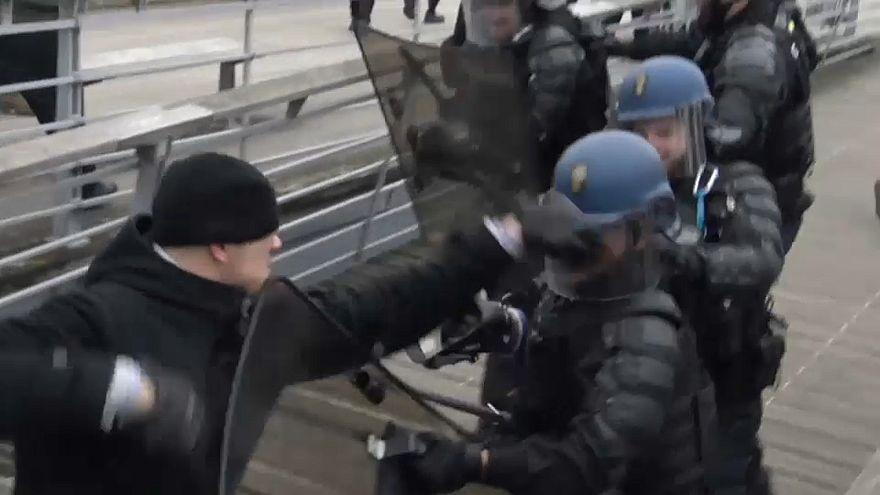 Gelbe Westen: Boxer stellt sich der Polizei