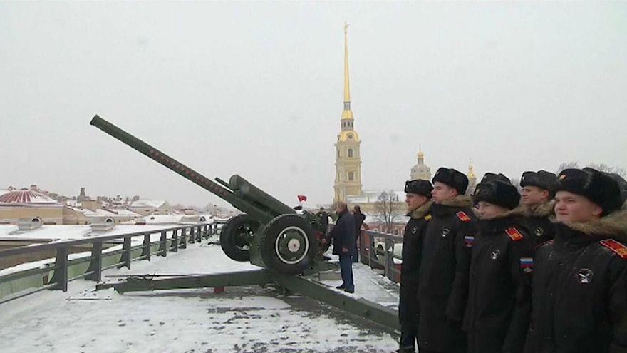 شاهد: بوتين يطلق مدفع الاحتفال بعيد الميلاد الأورثودكسي