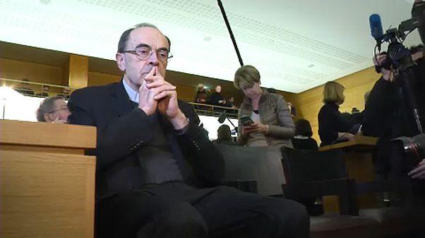 Tagadja bűnösségét a pedofilügyben megvádolt francia bíboros