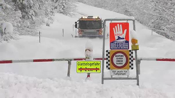Neve faz vítimas nos Alpes