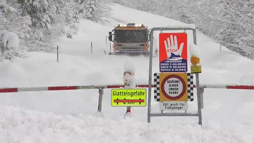 متزلجون في جبال الألب يلقون حتفهم في الثلوج الكثيفة