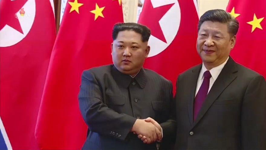 Hszi Csin-pinghez látogatott Kim Dzsongun