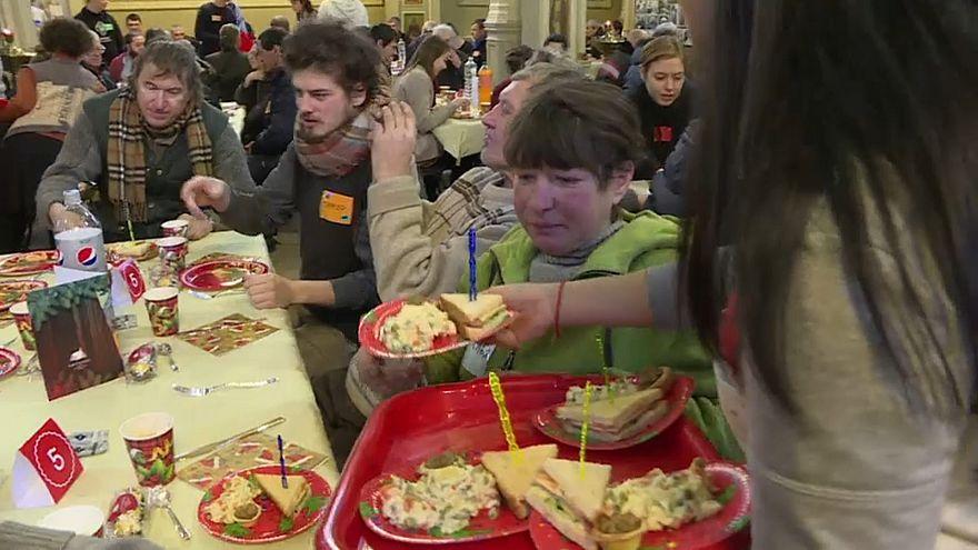Hajléktalanok karácsonyi ebédje