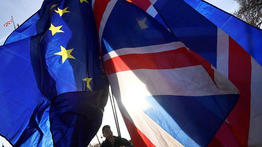 Brüksel'den iddia: Brexit tarihini ertelemek için nabız yokluyorlar