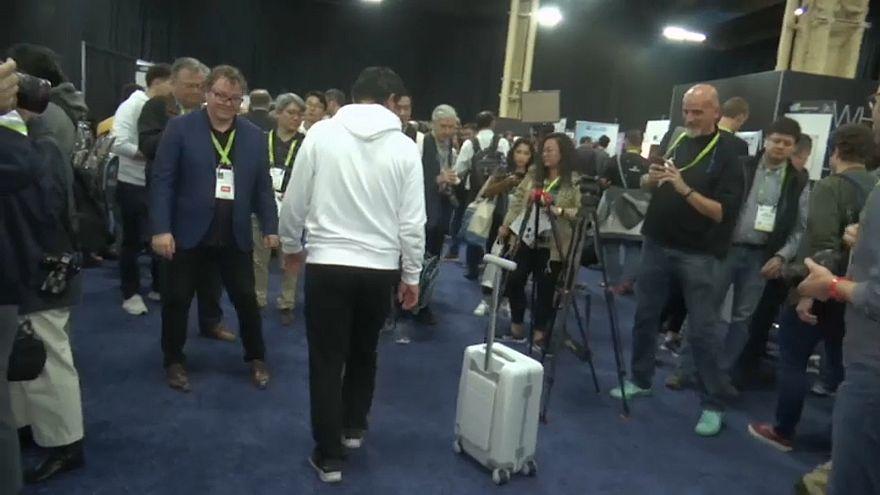 Presentan una maleta que te sigue por el aeropuerto