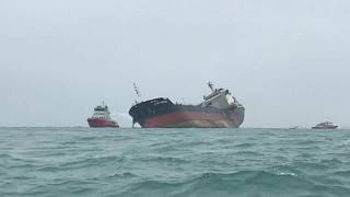 شاهد: حريق ناقلة نفط قبالة هونغ كونغ
