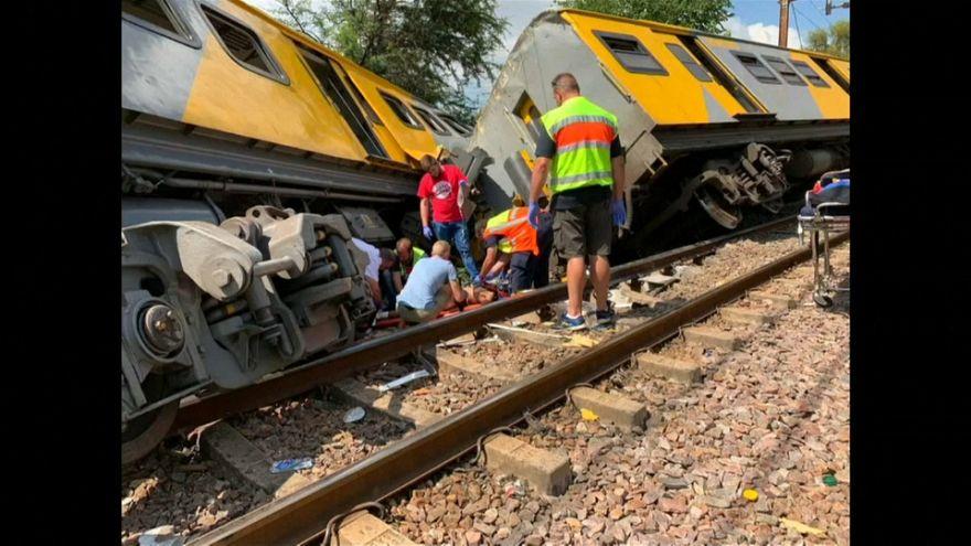 ثلاثة قتلى ومئات المصابين في تصادم قطارين بجنوب إفريقيا
