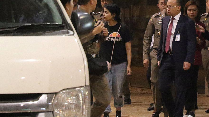 والد الشابة السعودية رهف القنون يصل تايلاند ويطلب مقابلتها