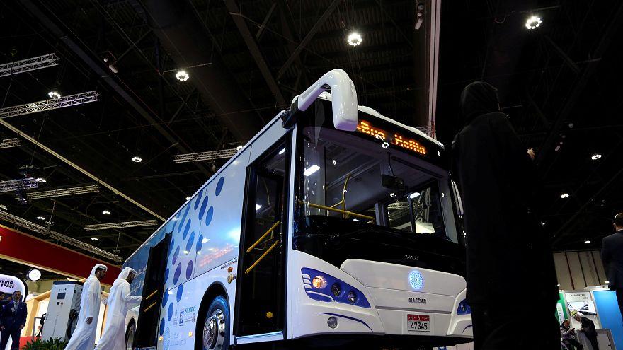 مصدر الإماراتية تدشن أول حافلة في المنطقة تعمل كلياً بالكهرباء