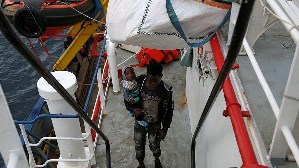 49 Flüchtlinge im Mittelmeer mischen Europa auf