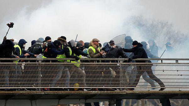 جلیقه زردها؛ وزیر کشور فرانسه قانون جنجالی «ضدخرابکاری» را به پارلمان برد