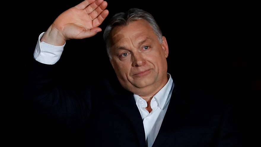 Baleset érte Orbán konvoját